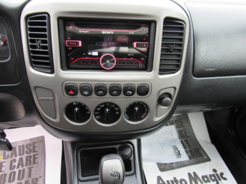 2005 Ford Escape Limited (14)