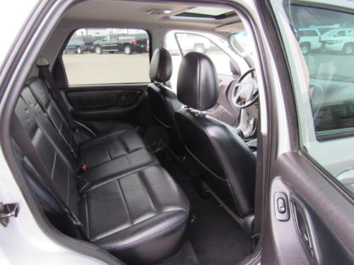 2005 Ford Escape Limited (18)