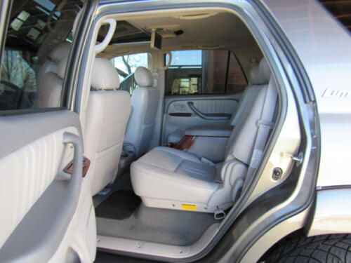 2005 Toyota Sequoia Limited (15)