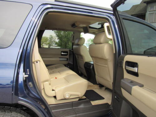 2010 Toyota Sequoia Limited (22)