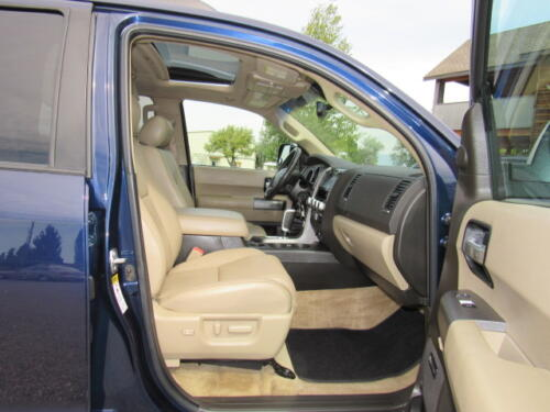 2010 Toyota Sequoia Limited (23)