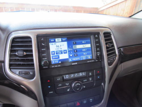 2011 Jeep Grand Cherokee Laredo (12)