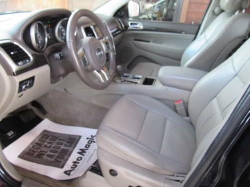 2011 Jeep Grand Cherokee Laredo (15)
