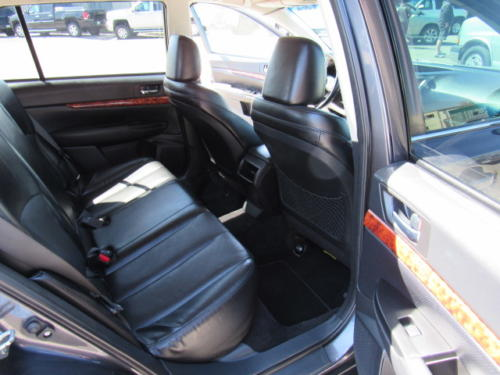 2011 Subaru Outback Limited (14)