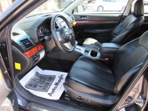 2011 Subaru Outback Limited (16)