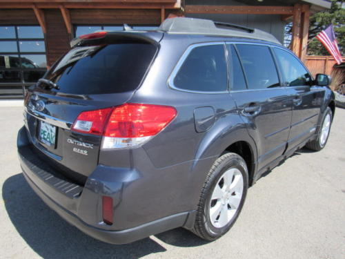 2011 Subaru Outback Limited (3)