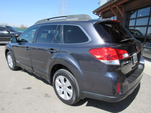 2011 Subaru Outback Limited (9)