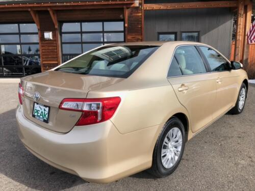 2012 Toyota Camry LE (19)